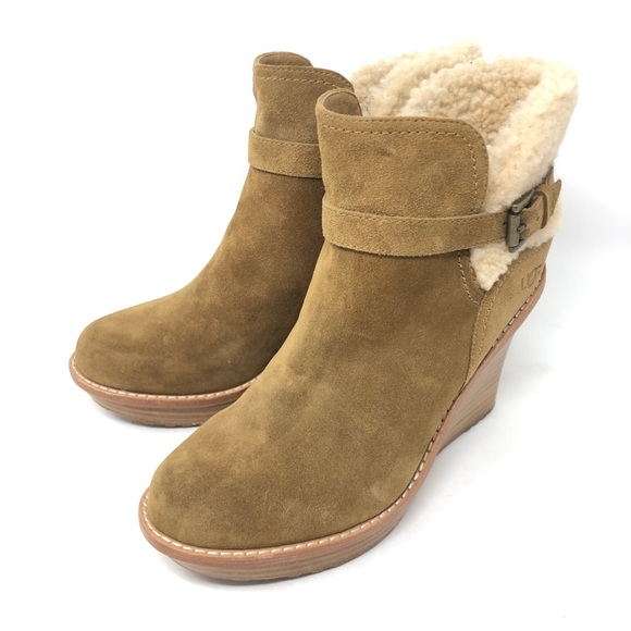 80ae7dc6091a NEW Ugg Anais Sheepskin Ankle Wedge Booties SZ 9.5.  M 5b3fc8cade6f622aba442aa9